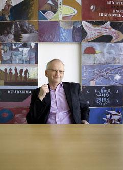 Herr über die Kunst: Kurator Andreas Karcher betreut die Sammlung von Nationale Suisse.