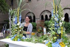 Jessica Geertsma war eine von acht Auszubil-denden, die im Brunnengarten ihre Prüfungsarbeiten ausstellte. (Foto: A. Fröhling)