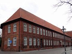 Bei der St. Johanniskirche 2-4, Pfarrhäuser