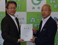太田町長と𠮷筋第一常任委員長