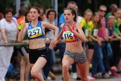Mira Schlosser (rechts) gewinnt den Vierkampf, traut sich aber noch nicht an den Siebenkampf