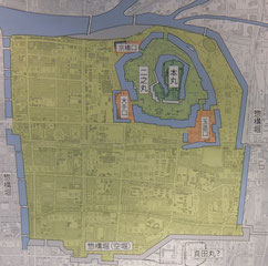 発掘調査の結果、赤で塗った区画は大手口に位置すると判明。三の丸の場所について考え直す必要がでてきた