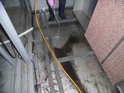 エアハンドリングユニットのドレンパン洗浄