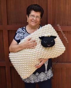 Almohadón oveja en punto frambuesa en dos agujas o palitos