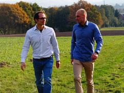 Bild zu Personal Coaching für Firmen Kategorie Walk and Talk, 2 gehende Menschen im Gespräch