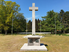 Ab 1957 wurden insgesamt 5.849 italienische Zwangsarbeiter und Militärinternierte aus dem ganzen norddeutschen Raum nach Öjendorf umgebettet. Darunter auch 170 Italienische Militärinternierte vom Lagerfriedhof Sandbostel. Foto: A. Ehresmann, 2020