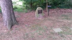 Neben zwei Toten aus dem Ersten Weltkrieg ist der sowjetische Kriegsgefangene Nikolaj Kuchar (19420 XD) begraben. Er verstarb am 9. Oktober 1941 auf dem Arbeitskommando 131 Dahlenburg. Foto: Kirchengemeinde Dahlenburg, 2019