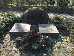 Grabanlage für Kinder von Zwangsarbeitern sowie einer sowjetischen Zwangsarbeiterin und einem sowjetischen Zwangsarbeiter und drei weiblichen KZ-Häftlingen des Außenlagers des KZ Neuengamme in der MUNA Lübberstedt. Foto: J. Dohrmann, 2020