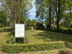 Gräberfeld für 62 unbekannte KZ-Häftlinge aus dem sogenannten Krankentransport des KZ Neuengamme vom April 1945, die ursprünglich in einem Massengrab am Schneverdinger Bahnhof verscharrt waren. Foto: L. Hellwinkel, 2020