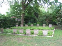 Grabanlage für eine sowjetische Zwangsarbeiterin, einen Albaner, drei Zwangsarbeiterkinder sowie neun sowjetische Kriegsgefangene aus den Stalag X B und Stalag X D, die in Schneverdingen und der Umgebung verstorben sind. Foto: M. Wagemann
