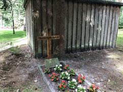 Einzelgrab des sowjetischen Kriegsgefangenen Boris Sytin (132541 XB). Er starb am 14. Mai 1944 auf dem Arbeitskommando Nr. 597 Marxen. Foto: F. Lindloff, 2019