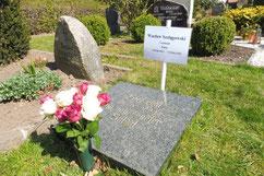Auf diesem Friedhof liegt der Offizier der Polnischen Heimatarmee (AK) Waclaw Szelagowski begraben. Er wurde am 12. April 1945 in Guderhandviertel bei einem Fluchtversuch erschossen. Foto: M. Quelle, 2020