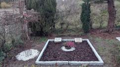 Hier befindet sich eine vor kurzem von der Kirchengemeinde neu gestaltete Grabstelle für den sowjetischen Kriegsgefangenen Semjon Jaschkin (38268 XD), am 20. November 1941 in Bispingen verstorben, und einen polnischen Zwangsarbeiter. Foto: F. Blase, 2019