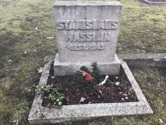 Grab des sowjetischen Kriegsgefangenen Wassilij Kusmin (135239 XB), gestorben am 9. September 1942 auf dem Arbeitskommando 178 Alfstedt. Name und Todesdatum auf dem Grabstein sind falsch zugeordnet. Foto: J. Kaiser, 2019