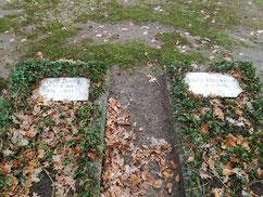 In zwei Gräbern ruhen der polnische Zwangsarbeiter Franz Zimny und der am 16. April 1945 durch Tieffliegerbeschuss getötete sowjetische Kriegsgefangene Nicolli Alfanwejew (Erk.M.Nr. 139985). Foto: G. Benzing, 2019