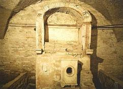 OmoGirando le religioni di Ostia Antica - il Mitreo del Caseggiato di Diana