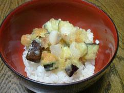 夏野菜とホタテのかき揚げ丼
