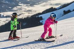 Skifahren für Kinder, Familien, Kinderskigelände, breite Pisten