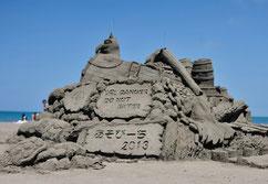 夏のビーチに砂像が立ち並ぶ「いしかり浜サンドパーク」