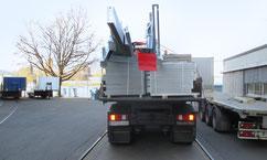 LKW transportiert Stahlteile - die Zimmerei Tobias Lutz, Ihr Spezialist für Transporte