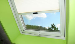 Dachfenster Innenansicht mit grünem Rahmen - Ihr Zimmermeister Tobias Lutz, Dachfenster-Profi