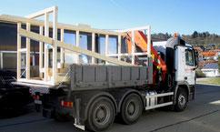 Unser LKW kann auch transportieren - Tobias Lutz am Steuer