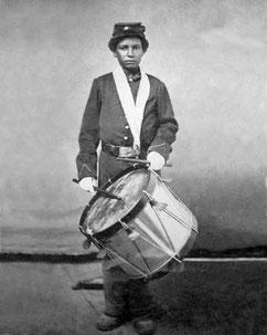 Trommelaar in dienst van de Noorderlingen, deze foto zag ik jaren geleden in een geschiedenisboek, deze jongen stond model voor Solomon Robinson