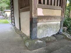 自然石の礎石