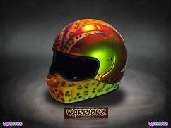 カスタムペイント ヘルメットヒョウガラ塗装でストライプをデザインしてサイドを細目のキャンディーフレーク塗装できめたジェットヘルの画像