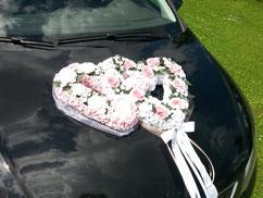 Hochzeitsherz mit Seidenblumen in rosa und weiß