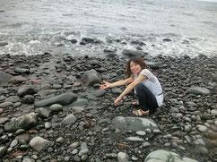 海まで降りたよ。石の浜です!