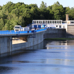 lorry-standing-on-a-dam-bridge