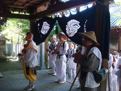 藤白神社で勤行