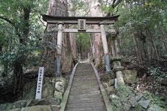 継桜王子・本殿は改修中でした
