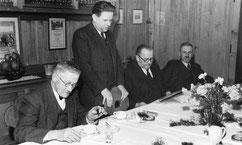v.l.n.r. N.N., Leu - Alexander Stämpfli - Otto Bienz - Samuel Marschall - Hans Lanz - Dr. Oskar Hasler - N.N. - N.N. - Freiburghaus