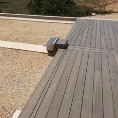 motorisation a roue solaire abri de piscine en terrasse par Akia France System