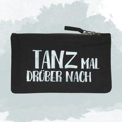 schwarzes Täschchen mit Spruch TANZ MAL DRÜBER NACH hellblau