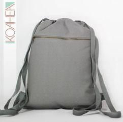 grauer Rucksack mit Reißverschluss bequeme Träger