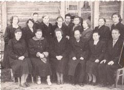 Ащеулова В.Ф. (третья слева)-Орден Трудового Красного Знамени-1951 г.