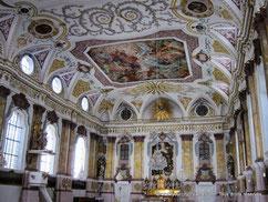 Visitez l'église Bürgersaal au décor rococo riche en peintures