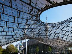 La structure des stades olympiques à Munich est le symbôle de l´architecture de ce grand complexe sportif.