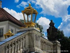 Les lanternes dorées du château de Nymphenburg à Munich