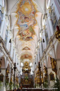 décoration intérieure de l'église Saint Pierre