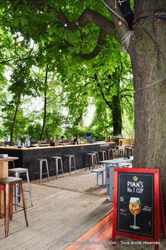 Le bar branché du Biergarten am See dans le jardin anglais de Munich