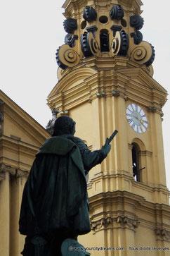 Découvrir la Bavière - La Feldherrnhalle sur la place de l´Odéon à Munich