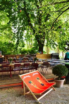 Le bar du Biergarten am Seehaus dans le jardin anglais