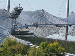 """Une """"randonnée"""" sur les toits du stade olympique de Munich"""