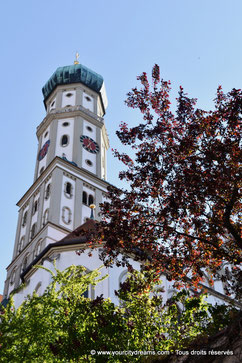 La tour majestueuse de l'église Saint Ulrich à Augsbourg