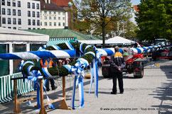 Érection de l'arbre de mai au marché des victuailles de Munich