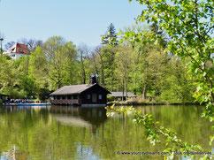 Un étang près de l'Isar, le fleuve de Munich